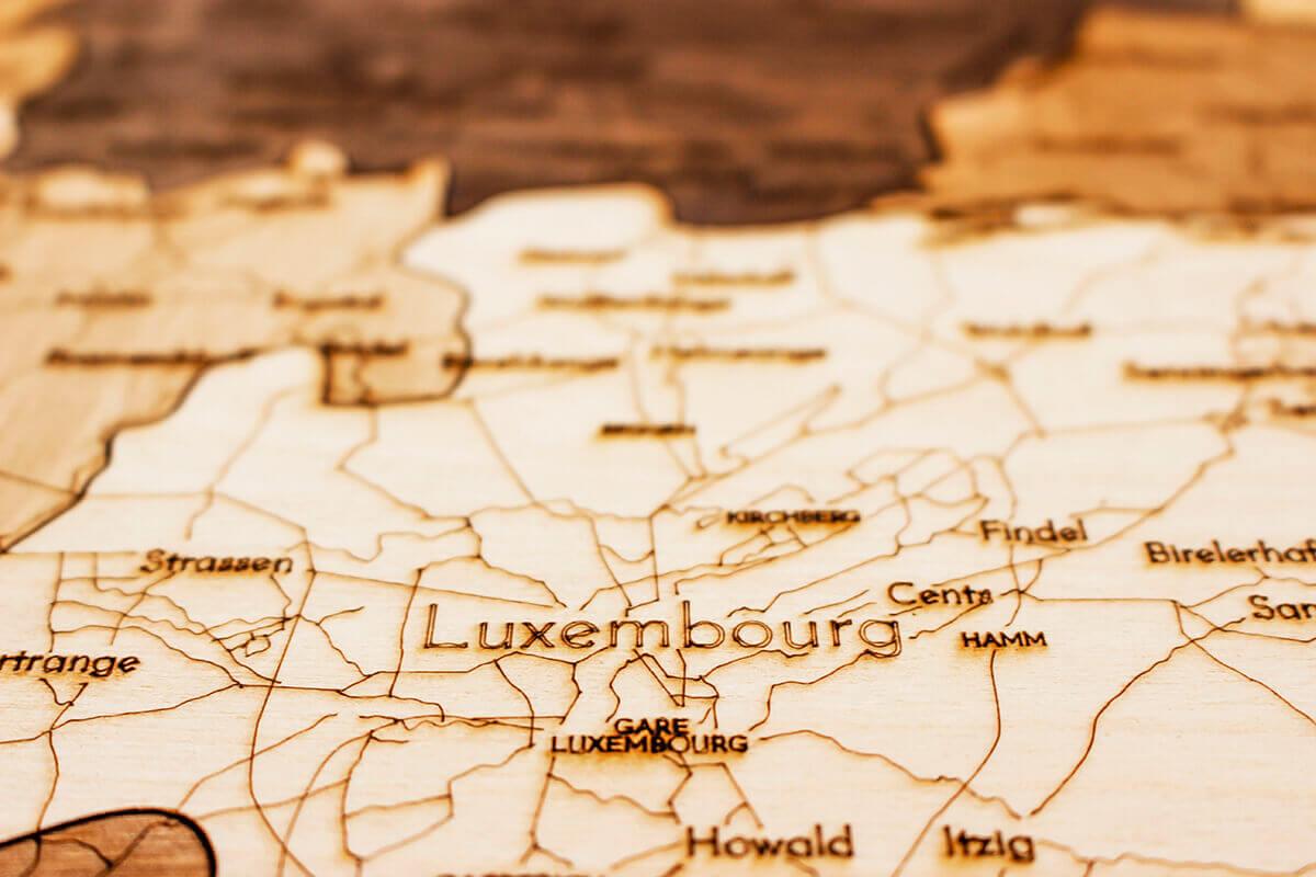 Nástenná drevená mapa Luxemburska